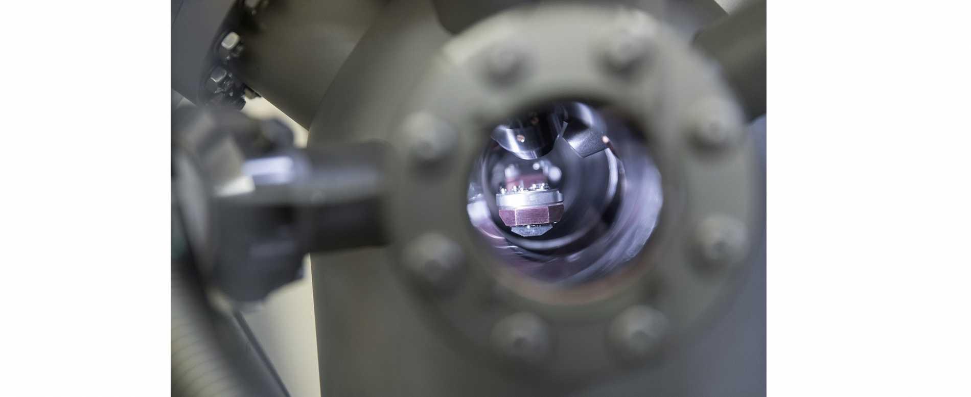 Наши сотрудники зафиксировали образование наночастиц серебра в ионообменном стекле